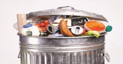 ΗΠΑ: 150.000 τόνους τροφίμων πετούν οι Αμερικανοί στα σκουπίδια ημερησίως