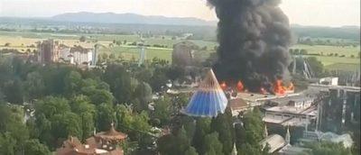 Τεράστια φωτιά ξέσπασε στο μεγαλύτερο θεματικό πάρκο της Γερμανίας