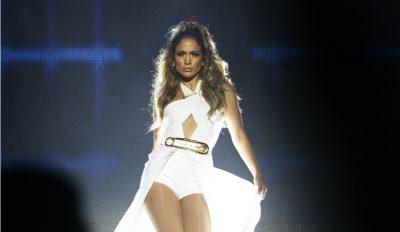 H Jennifer Lopez κάνει μπάρμπεκιου φορώντας... ζαρτιέρες!
