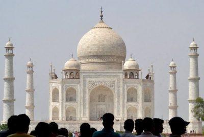 Η ρύπανση «πνίγει» την Ινδία – Θύμα των ρύπων και το Ταζ Μαχάλ